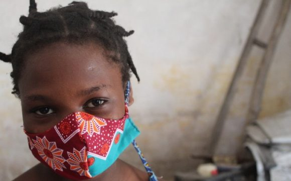 Supporting the dignity of menstruating women and girls displaced by conflict in Mozambique